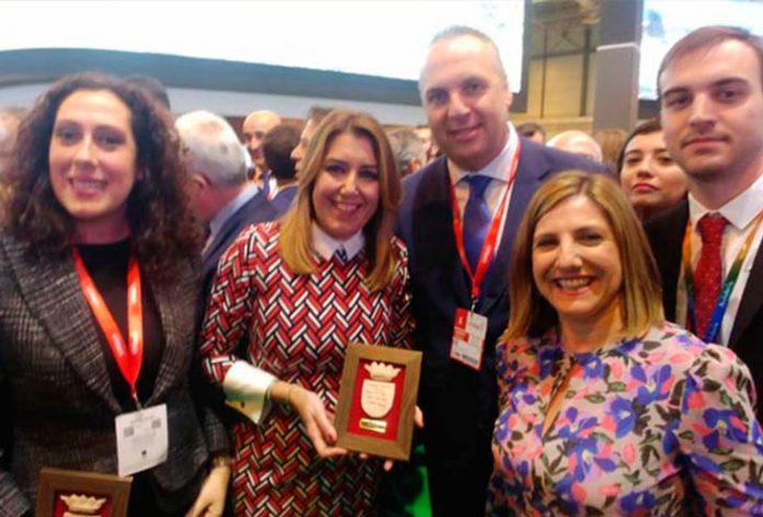 Juan Carlos Ruiz Boix, Dolores Marchena y Susana Díaz, en la inauguración de Fitur 2018