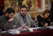 En la fotografía, el diputado Jaime Armario explica en el Pleno de enero el contenido del Plan de Deportes 2018
