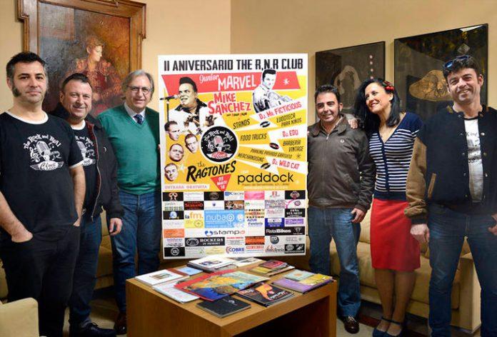 Francisco Camas junto a los organizadores de la actividad