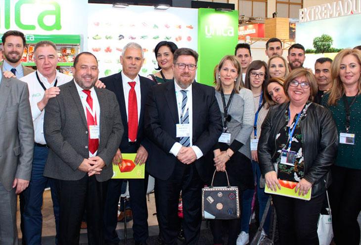 Sánchez Haro visitó los expositores de Fruit Logística 2018.